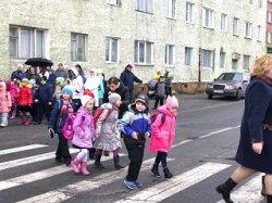 Первоклассникам провели экскурсию к пешеходному переходу