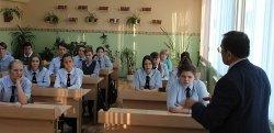 Председатель Общественного совета при ГУ МВД России по Красноярскому краю Валерий Васильев встретился с учащимися самого северного полицейского класса