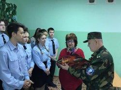 На урок истории в 11 класс «А» пришел почетный гость подполковник Рогуленко Александр Викторович.