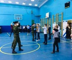 Участники военно-спортивной игры «Победа провели мастер-класс среди учащихся 6-7 классов