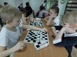 Шашечный турнир в школе.