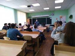 В нашей школе прошла встреча ребят 7 «А» класса с  майором полиции эксперт - криминалистом Токаревым Сергеем Владимировичем.
